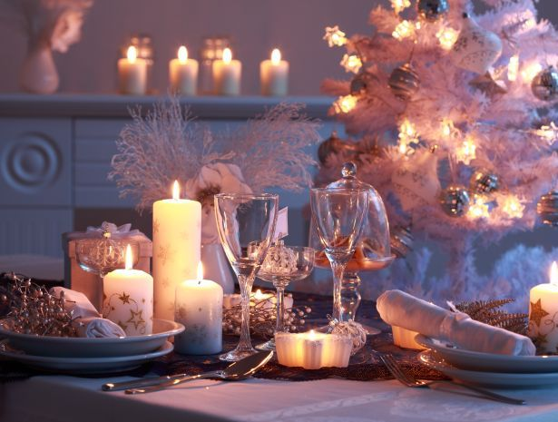 christmas-interior-tree-baubles-dinner-table