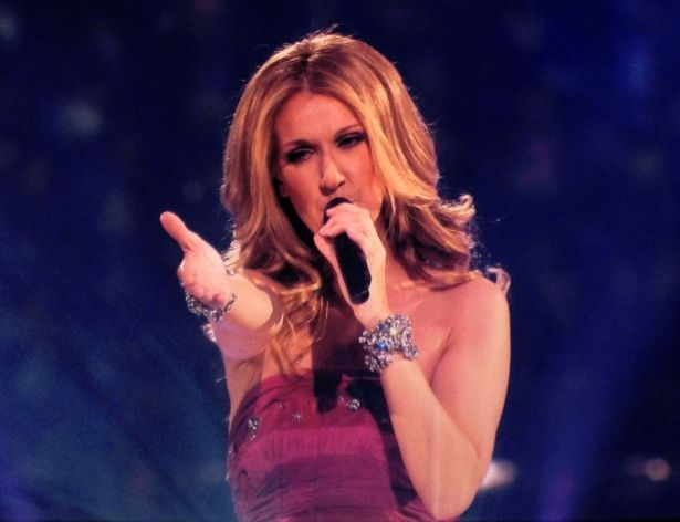 Celine_Dion_Concert_Singing_'Taking_Chances'_2008