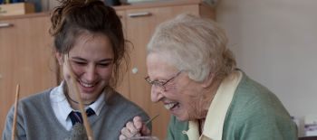 Students.from.Sevenoaks.School.with.patients.from.Hospice.in.the.Weald.2 (1)