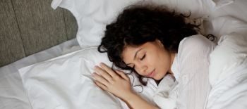 sleeping.woman.white.linens (1)